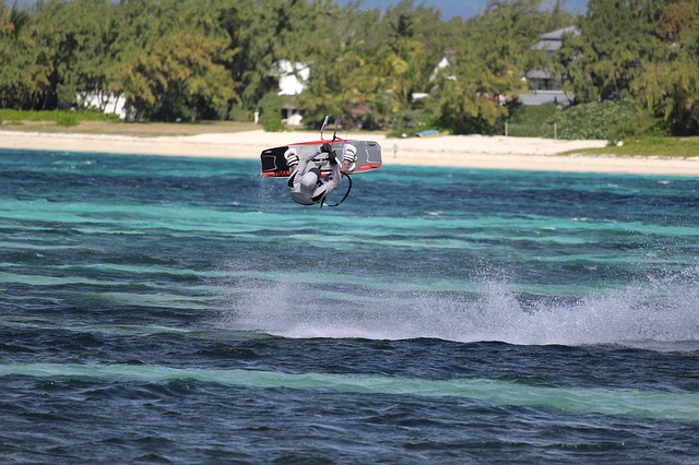 kite-surfing-2393944_640
